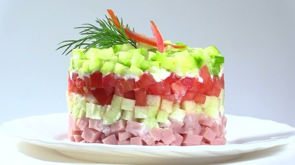 Vegetable salad with apple and ham