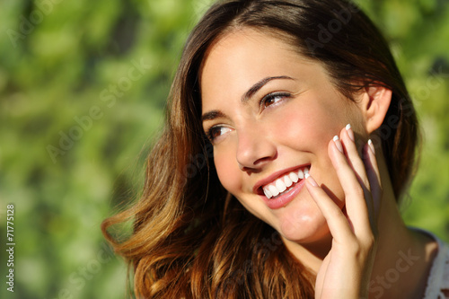 Beauty woman with a perfect smile and white tooth - 71775128