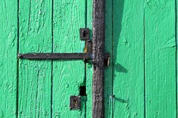 détail d'une porte de cabane ostréicole en bois