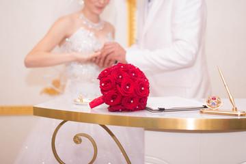 Свадьба, роспись в загсе, свадебный букет, бракосочетание