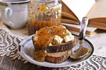 Sandwich with jam