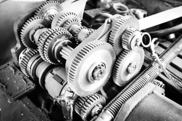 Gearing of the drive mechanism of the machine tool