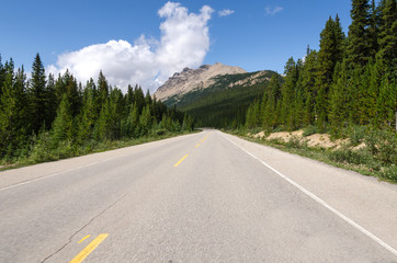 strada Icefield Parkway in Canada