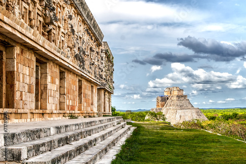Poster Oude gebouw Governor's Palace and Magician's Pyramid in Uxmal Mexico