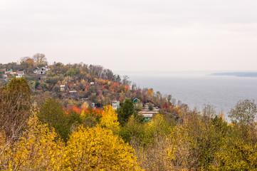 Деревня на холме