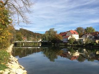 Goldener Herbst über Wolfratshausen an der Loisach