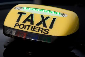 Enseigne taxi allumée