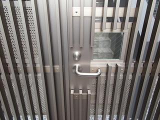 マンションの非常階段の門