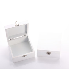 white wood box of the product packaging