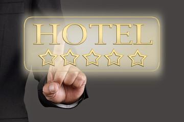 5 Sterne Hotel - Mann drückt Button