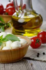 Mozzarella, tomatoes and oil