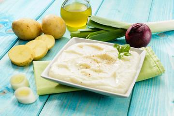 Zuppa di patate e porro