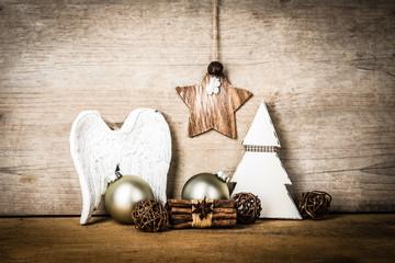 weihnachtsdekoration mit engelsflügel