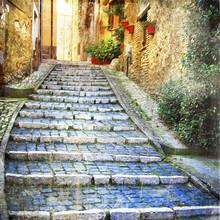 charmantes vieilles rues de villages médiévaux de l'Italie