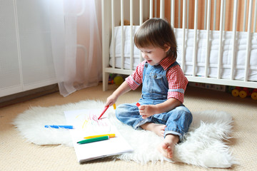 2 years toddler draws with felt pens at home