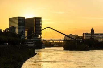 Medienhafen Duesseldorf bei Sonnenuntergang