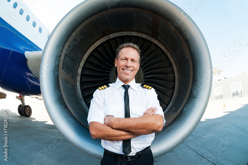 Leinwanddruck Bild Confident and experienced pilot.
