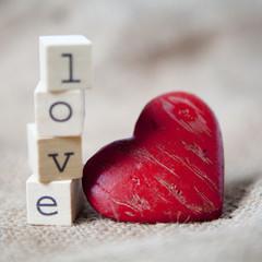 mot love et coeur de Valentin