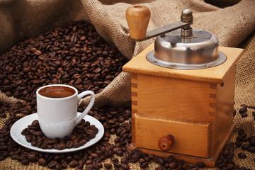 Kaffetasse mit Kaffeemühle