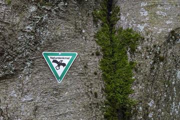 Schild Naturdenkmal © Matthias Buehner