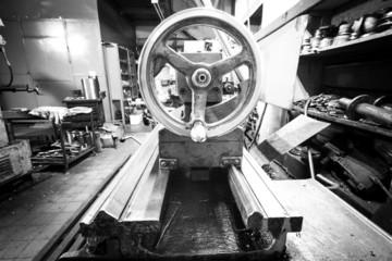 Flywheel tailstock lathe machine tool