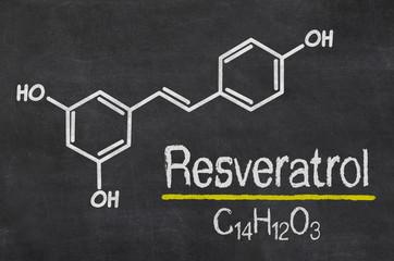 Schiefertafel mit der chemischen Formel von Resveratrol