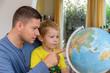 canvas print picture - Familie plant Urlaubsreise