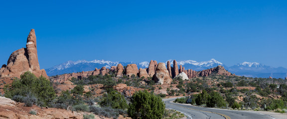 panoramic picture of road trip into Arches National Park