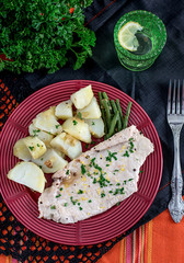 Steamed chicken breasts with potatoes and green beans