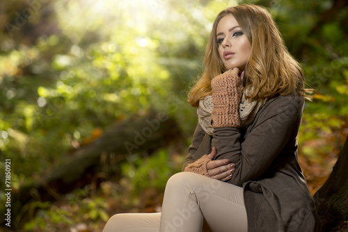canvas print picture Beautiful elegant woman  in a park in autumn