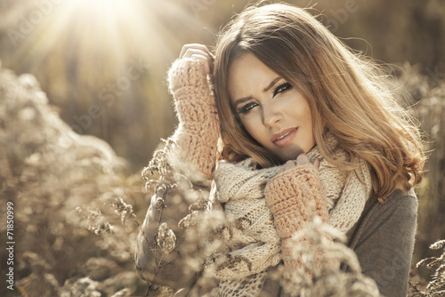canvas print picture Young girl smiling in autumn scenery