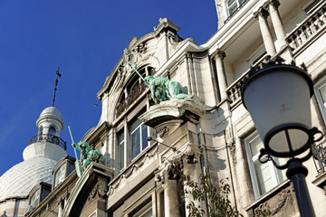 Barocke Hausfassade mit Statuen