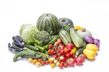 白バックの夏野菜