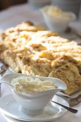 Butterkuchen mit Sahne