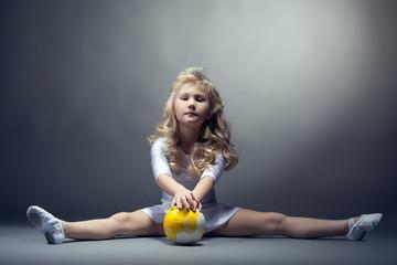Fascinating little gymnast posing on split