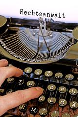 Alte Schreibmaschine, Rechtsanwalt Wort