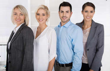Gruppe von Arbeitnehmern im Büro