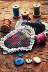 isalnita-heart with spools of thread and buttons