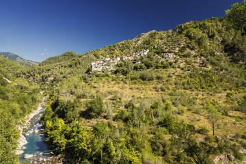 Dorf und Fluß