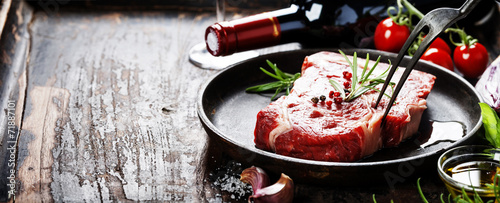 Raw beef steak - 71887101