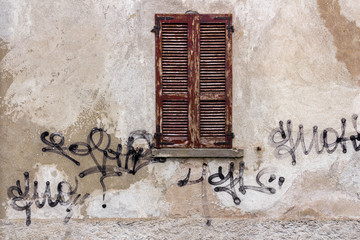 Window with signatures