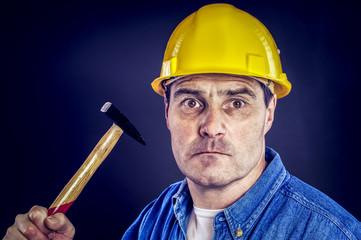 Bauarbeiter mit Hammer