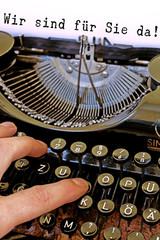Alte Schreibmaschine, Wir sind für Sie da!  Wort