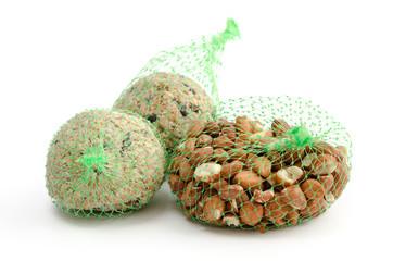 Meisenknödel und Erdnusskerne