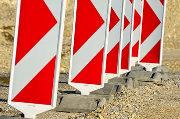 Verkehrsbaken auf einer Baustelle