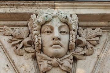 Барельеф на стене Королевского дворца, Будапешт