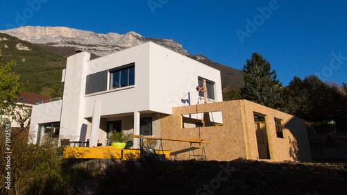 Extension en ossature bois photo libre de droits sur la for Construire maison 91