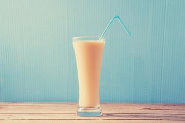 vanilla milkshake, vanilla milkshake, retro processing