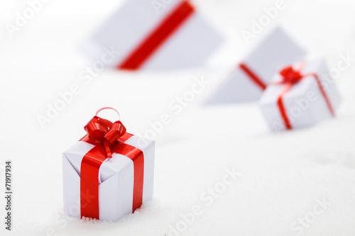 Decorative white gift boxes - 71917934