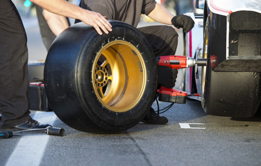 Tire change during pitstop